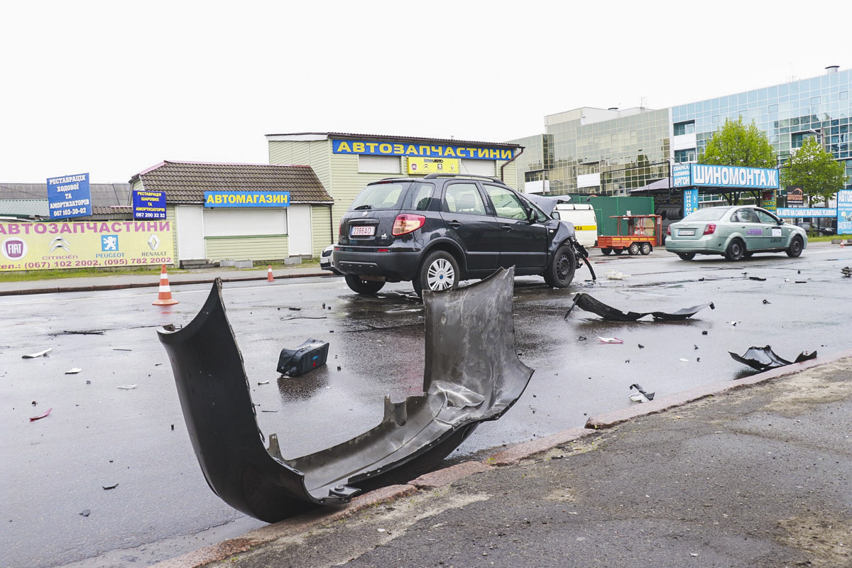 Сотрудники полиции сообщили, что Fiat двигался по Харьковскому шоссе в сторону проспекта Николая Бажана