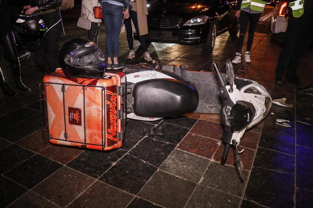 Предварительно, скутер выехал на встречную полосу