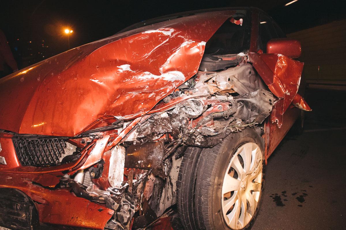 Из-за аварии у женщины-водителя Lancer было сильное состояние шока