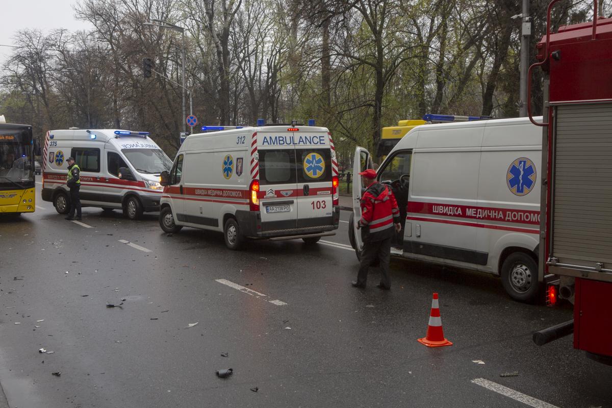 В результате пострадали три человека