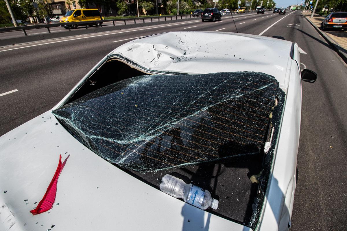 После удара байкер перелетел машину
