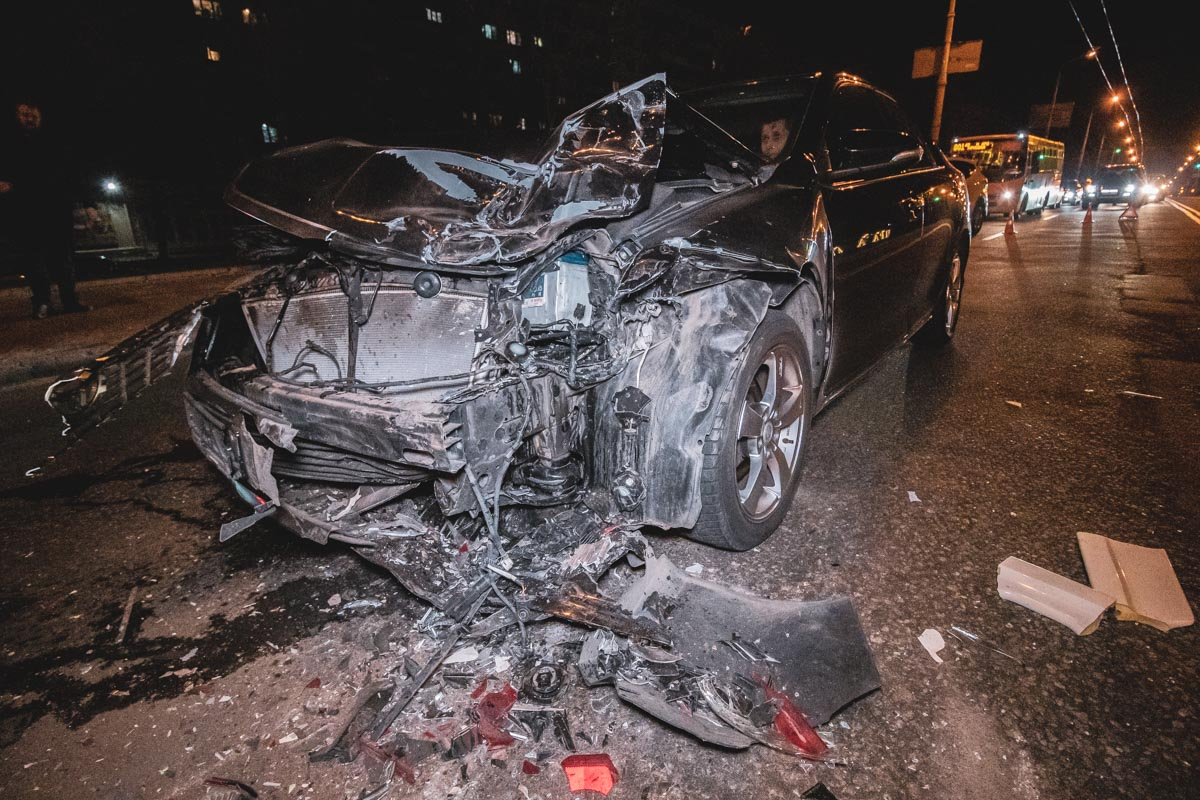 Первое ДТП произошло во вторник, 2 апреля, около 22:00, вторая авария произошла около 22:20