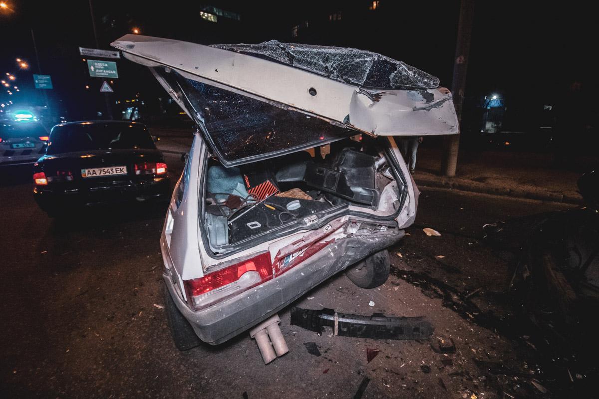 """СперваLada 2108 легко зацепила """"Волгу"""", а во время оформления аварии в автомобили на скорости влетелаToyota Camry"""