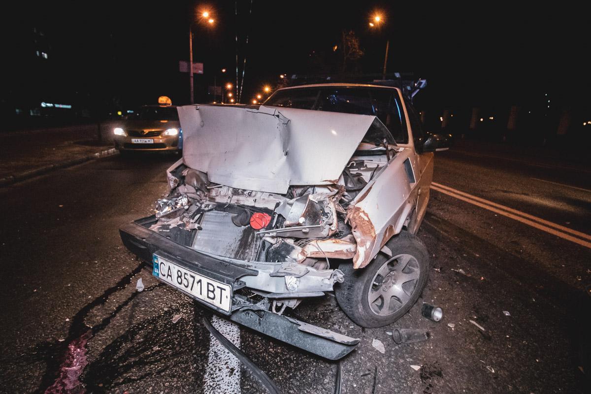 """На Голосеевском проспекте, 128 произошла авария с участием автомобилейToyota Camry, Lada 2108 и """"Волга"""""""