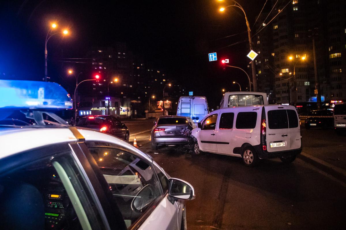 Авария случилась на пересечении с улицей Тростянецкой