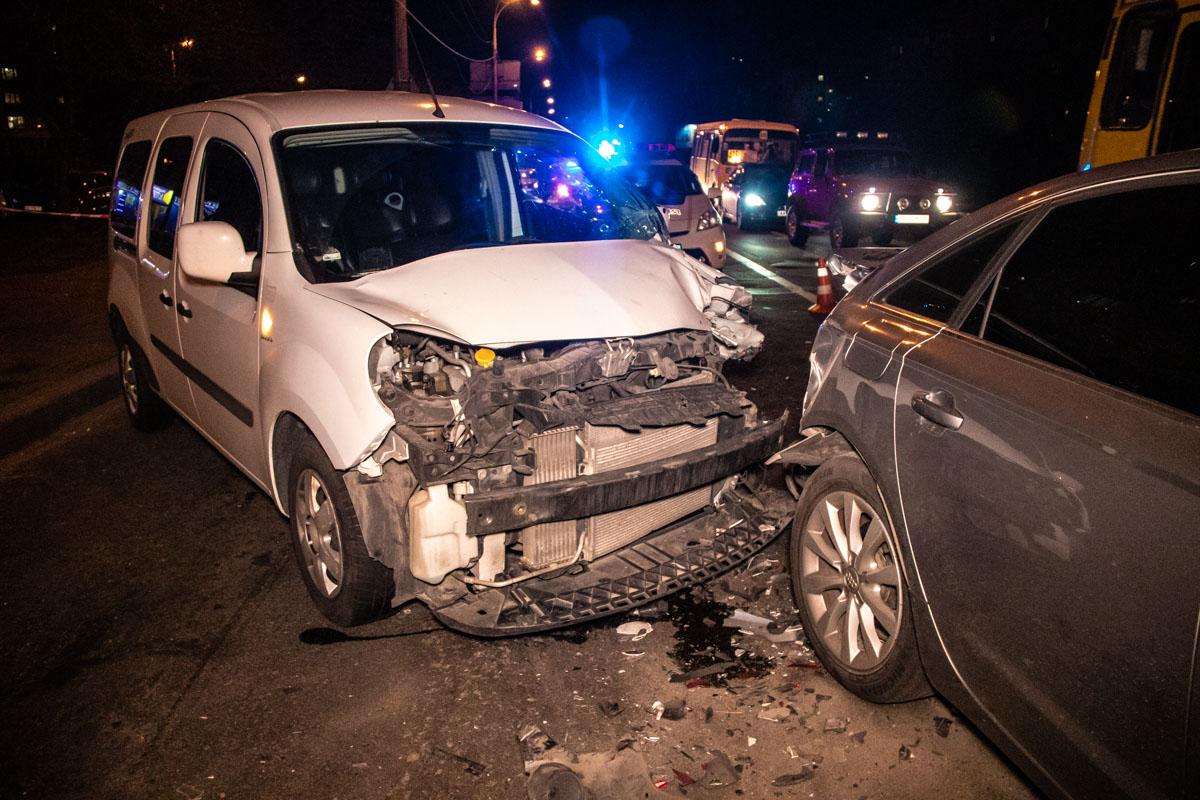 На Харьковском шоссе Renault влетел в Audi