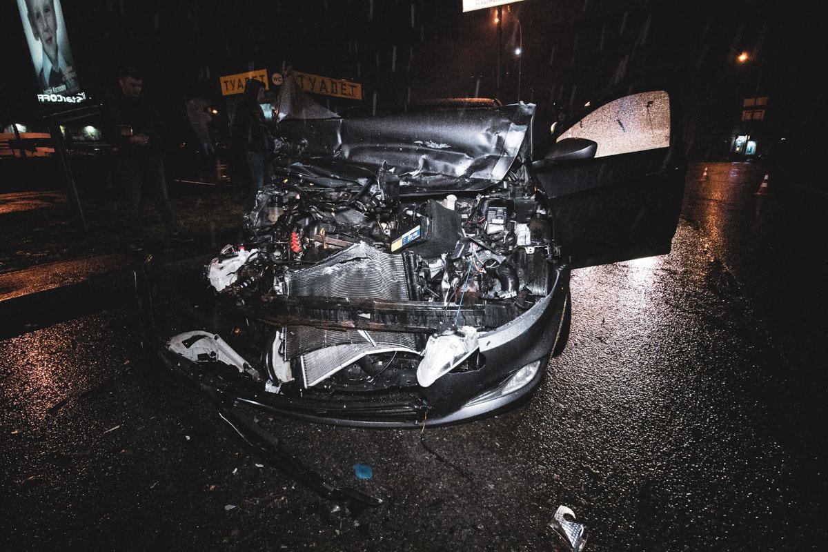 В четверг, 12 апреля, в центре Киева произошла авария с участием двух автомобилей