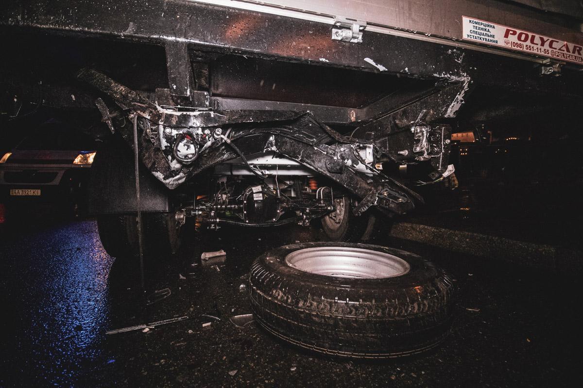 У Ford отпали задний бампер и запасное колесо