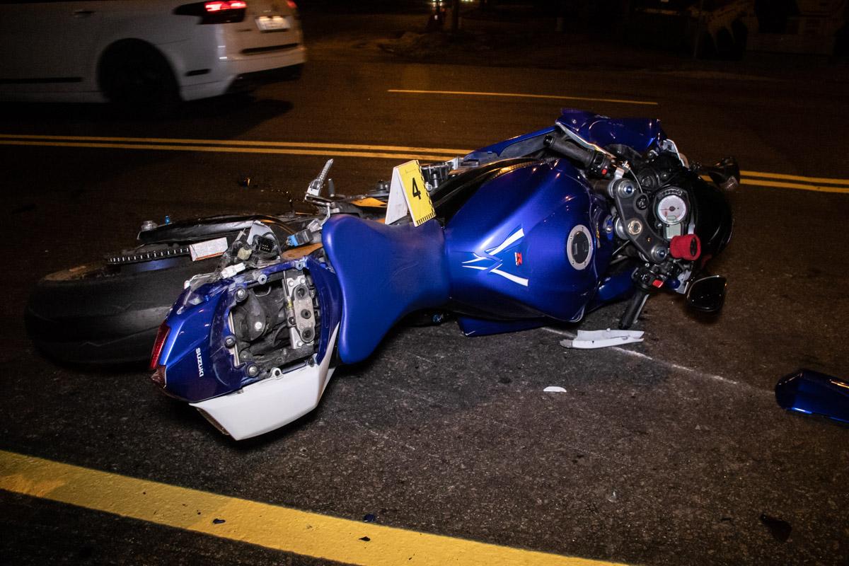 В результате столкновения мотоциклы откинуло в разные стороны дороги