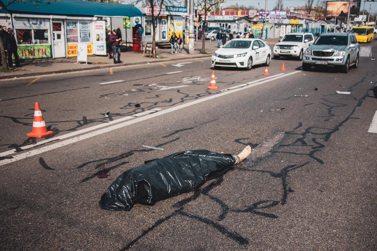 В воскресенье, 21 апреля, на бульваре Перова в Киеве произошло ДТП со смертельным исходом