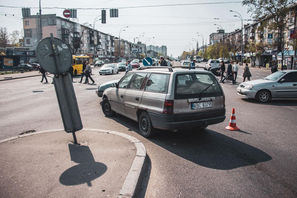 Копы также выясняли возможную причастность к ДТП автомобиля Opel на еврономерах