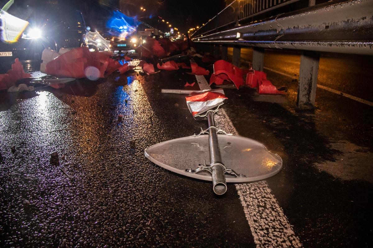 Водитель микроавтобуса находился в состоянии алкогольного опьянения и снес около 30-ти метров ограждения