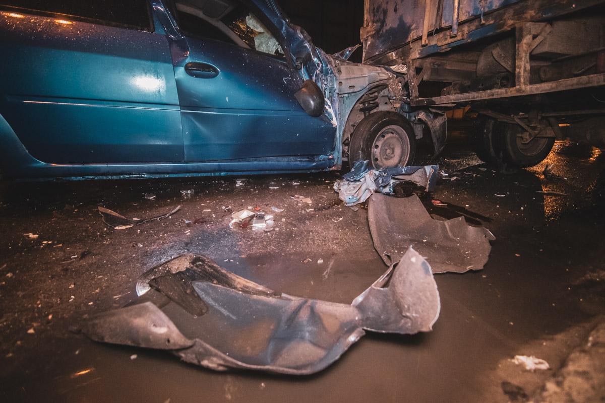 """Такси службы Uber влетело в припаркованную у обочины """"Газель"""""""