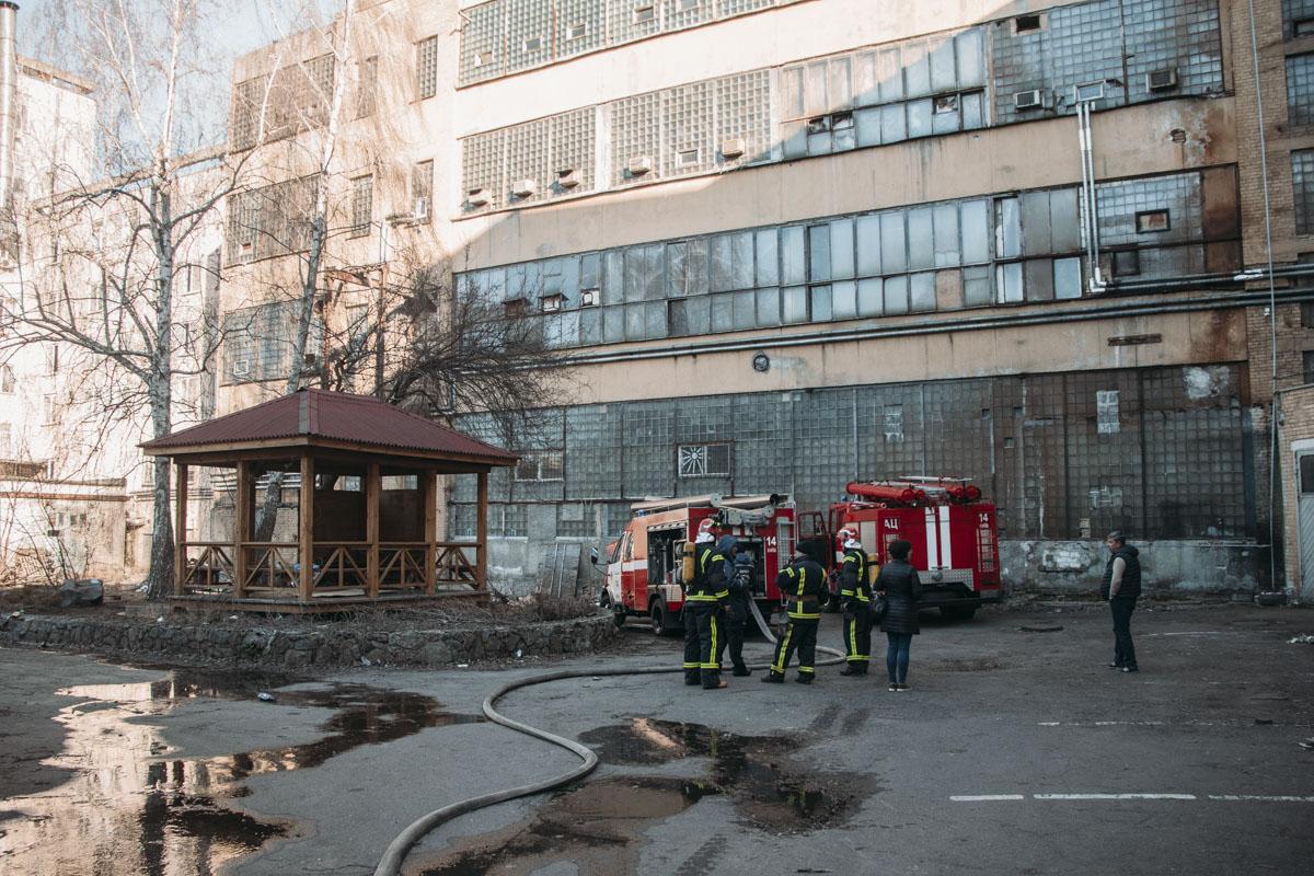 Пожар возник на третьем этаже офисов