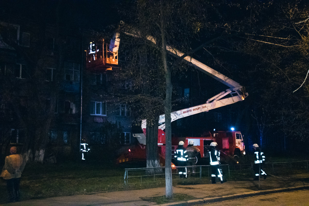 Ликвидировать пламя удалось благодаря пожарной вышке