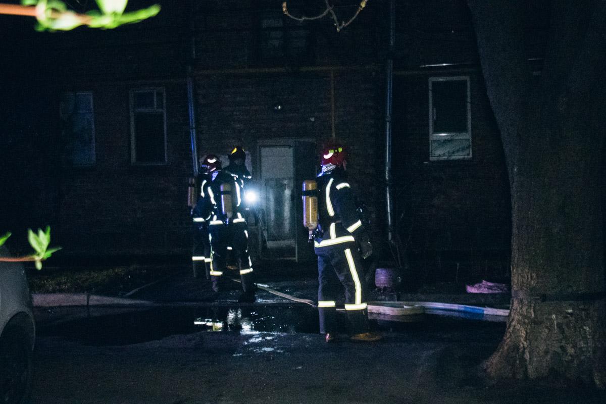 Очаг возгорания находился на чердаке 4-этажного дома