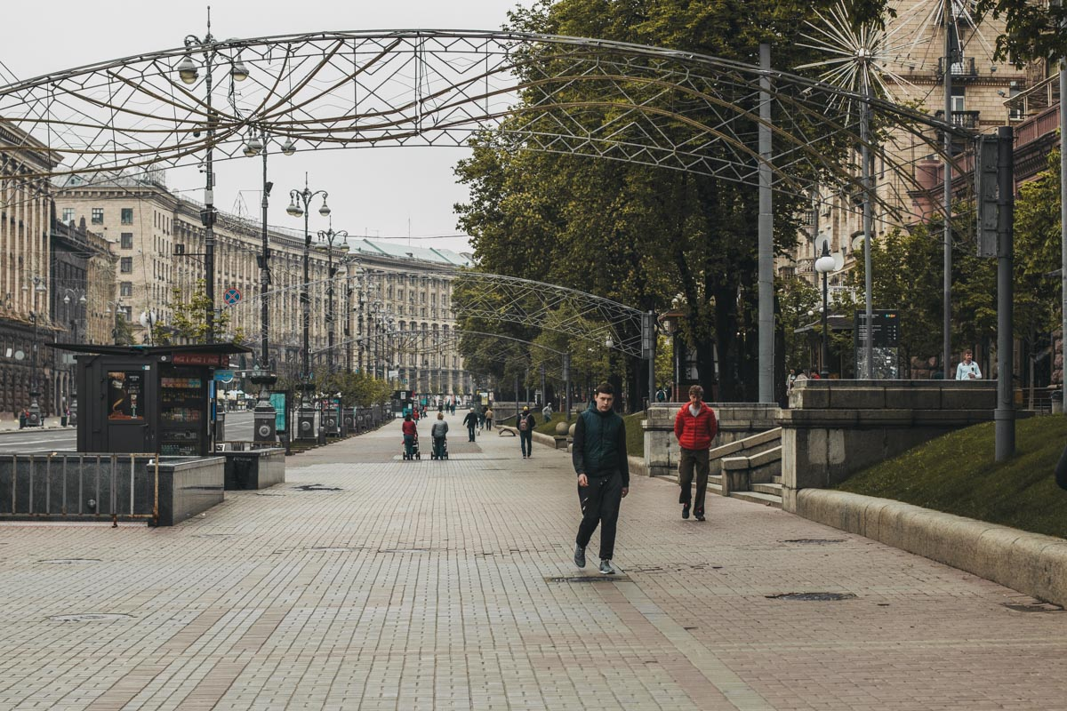Начало нашего фоторепортажа - Крещатик. И главная улица страны вместила в себя, кажется, все уныние этого дня