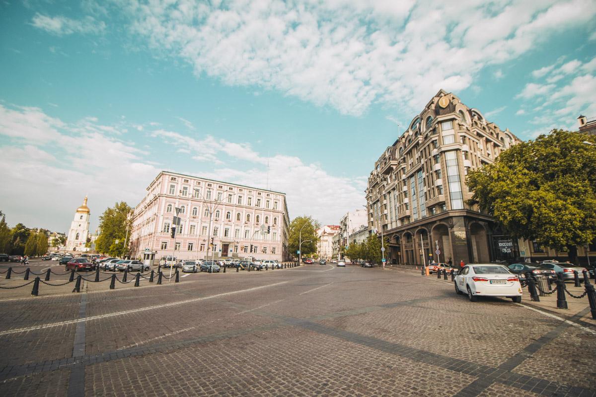 На улицах и проспектах - тихо и спокойно