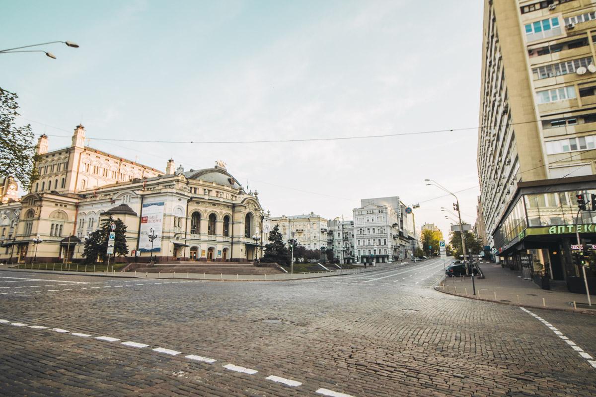 Пустынные улицы Киева хороши, под каким углом на них не посмотри