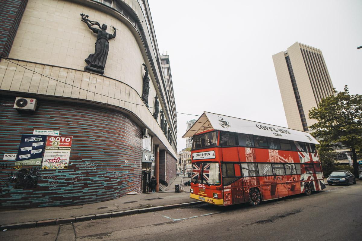 Помимо города контрастов, Киев еще и город-хамелеон. Хочешь - лови улочку в стиле старого-доброго Лондона