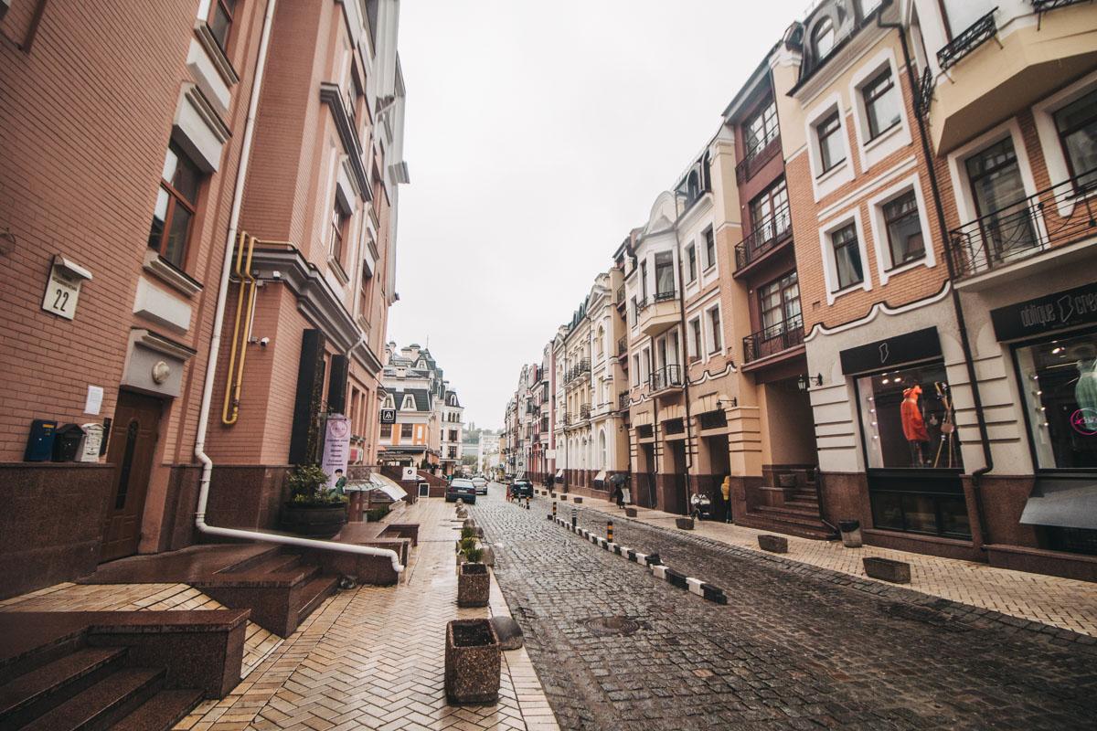 В общем, Киев и правда может быть совершенно разным. Но меняться он может только в глазах смотрящего. И идущего - по улицам столицы