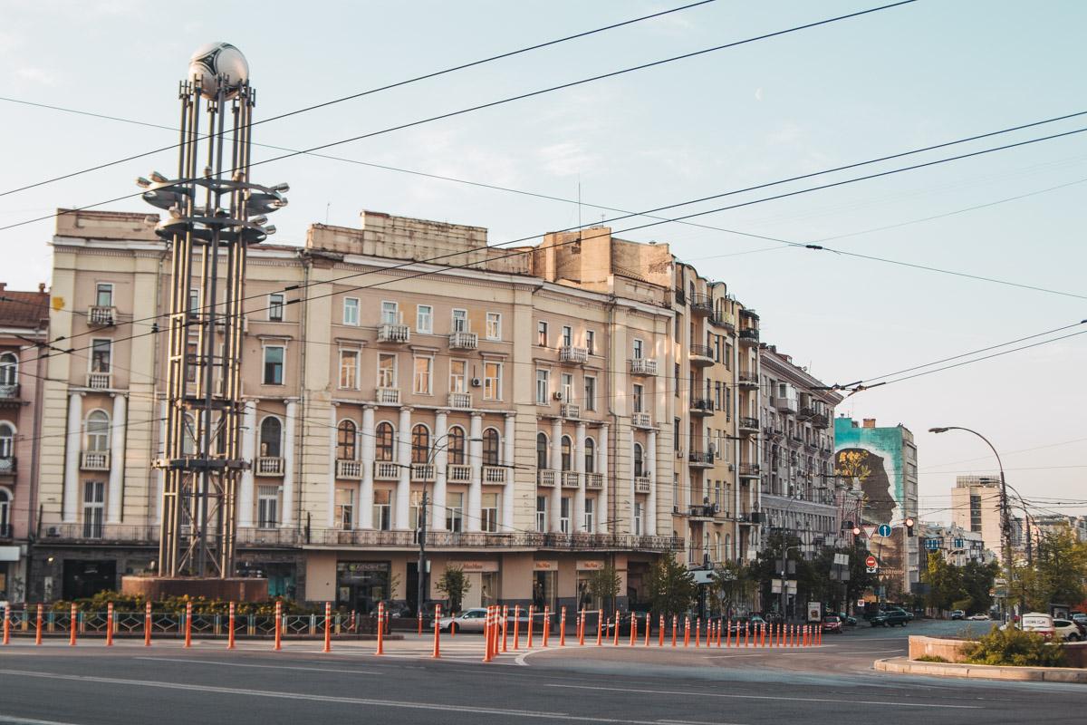 Накануне затяжных выходных Киев словно вымер, оставив улицы в первозданной чистоте и красоте