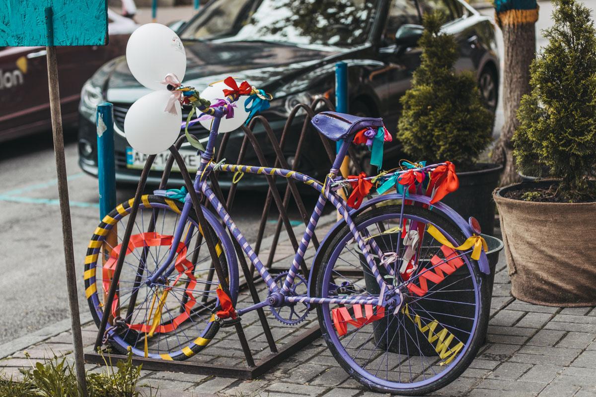 А уж такой велосипед и в более солнечную погоду может порадовать и повеселить. Что уж говорить о ситуации, когда вокруг балом правит серость