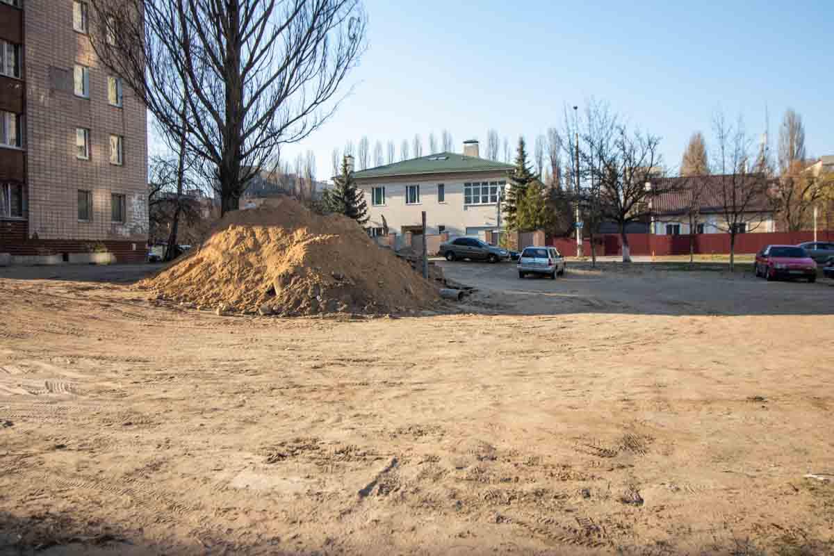 На улице Василия Стуса разгорелся конфликт между местными жителями и застройщиком