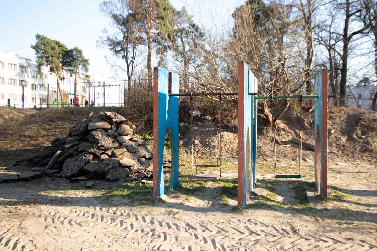 Местные жители уверены, что детская площадка - территория, относящаяся к дому №5