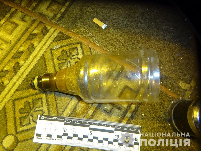 В ходе обыска помимо растений копы также нашли пластиковую бутылку с коричневыми следами