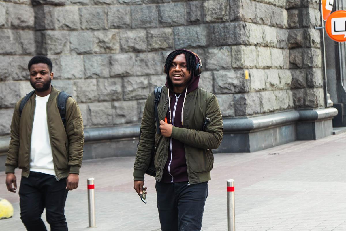 Время снимать капюшоны, ведь холода больше не пугают Киев