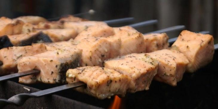 Сочный и ароматный шашлык из лосося