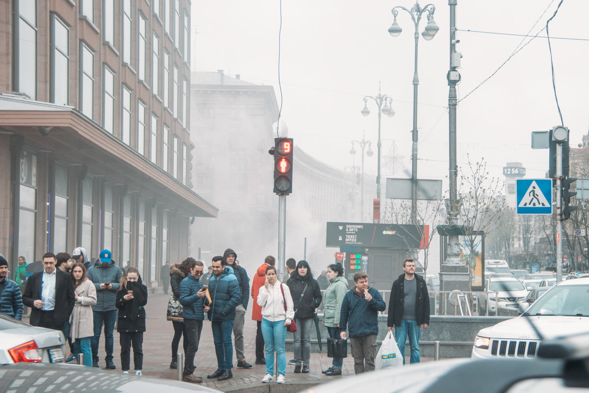 Дым быстро распространился по всей улице Крещатик