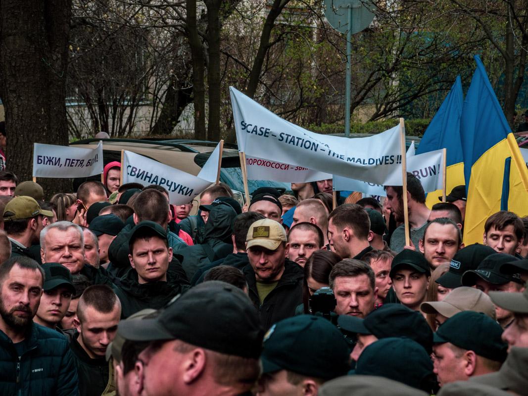 После непродолжительного митинга под зданием ГПУ колона выдвинулась к Министерству внутренних дел