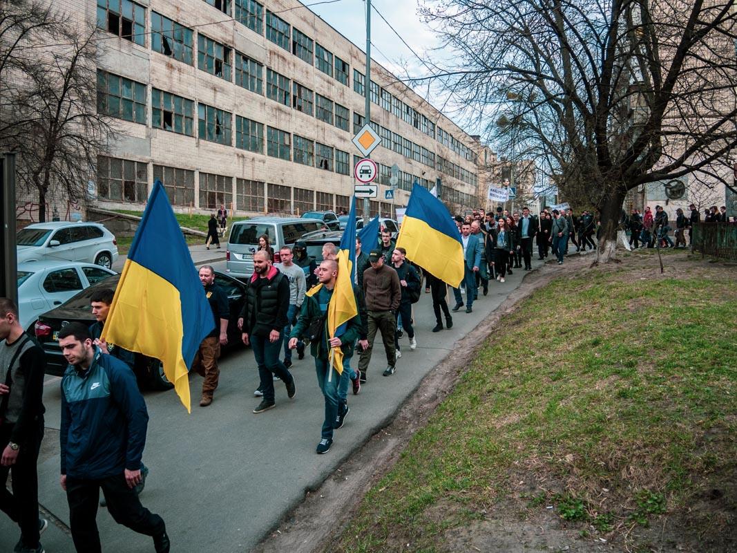 Колона митингующих сформировалась на улице Московской около 17:00