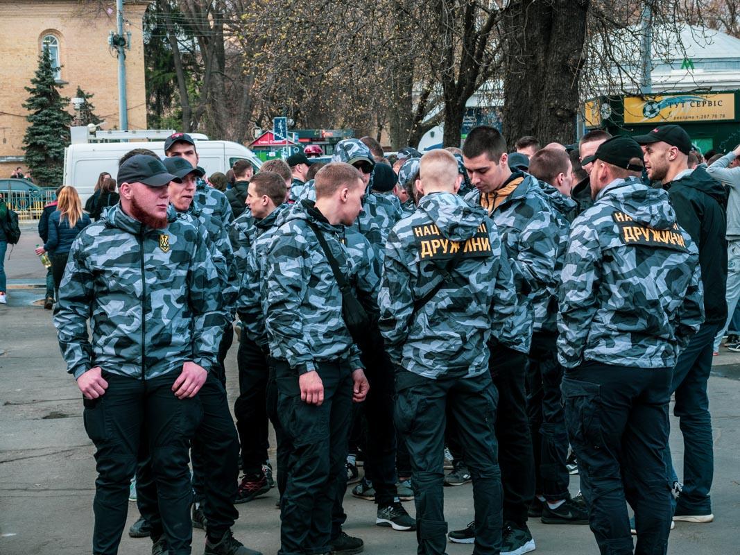 В центре Киева прошел марш Национального корпуса и Национальных дружин