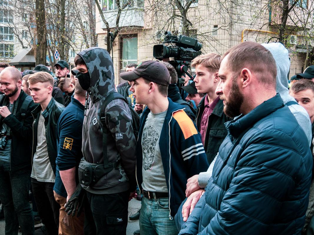 Дойдя до здания Генеральной прокуратуры, митингующие выдвинули сотрудникам ведомства свои требования