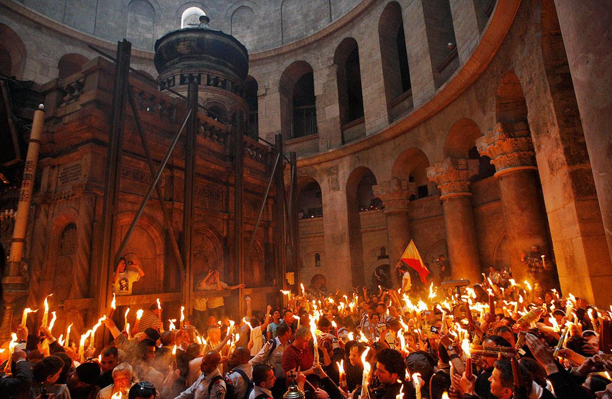 Накануне праздника христиане во всем мире ждут явления Благодатного огня