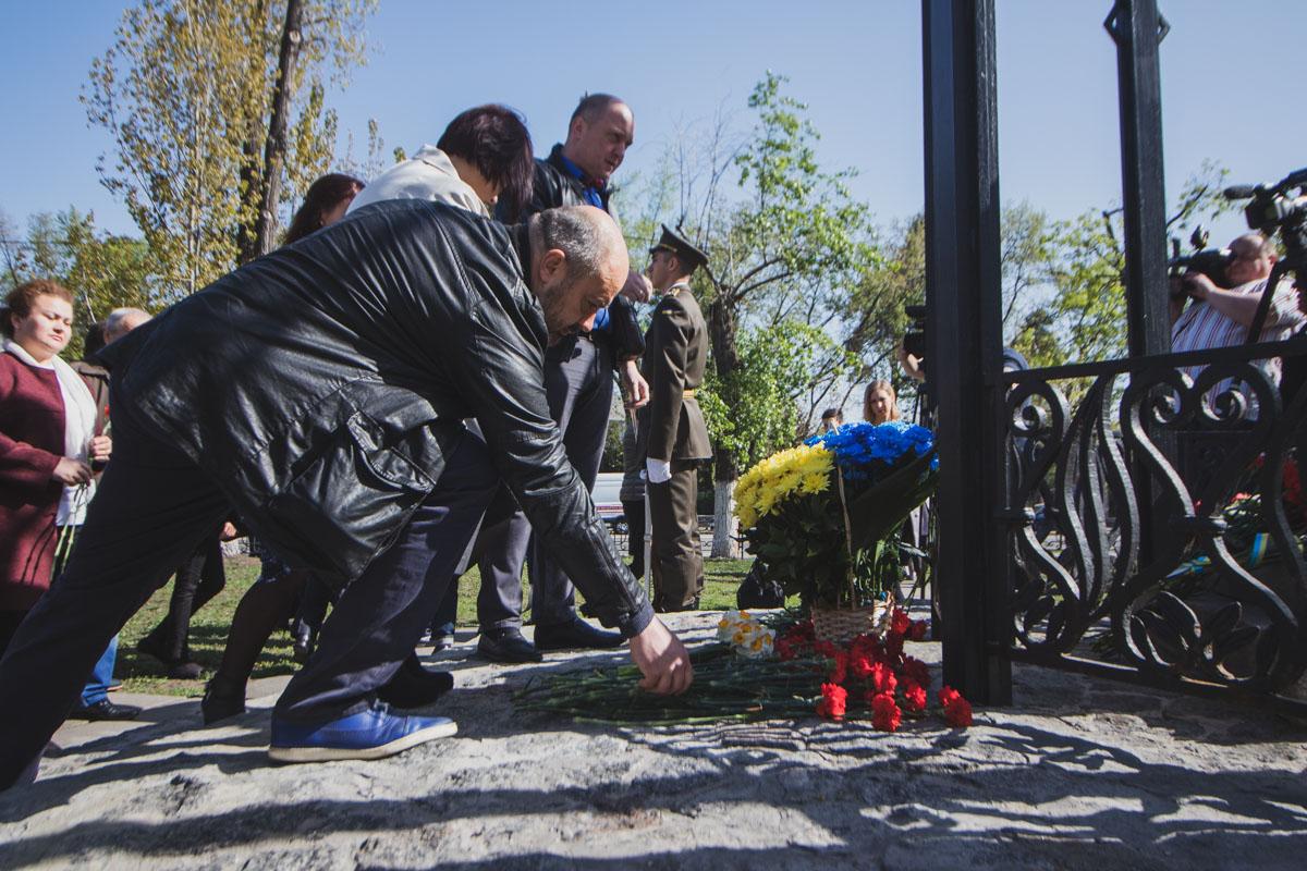 """Возложение цветов было к Мемориальному кургану """"Героев Чернобыля"""" и к памятному знаку """"Воинам Чернобыля"""""""