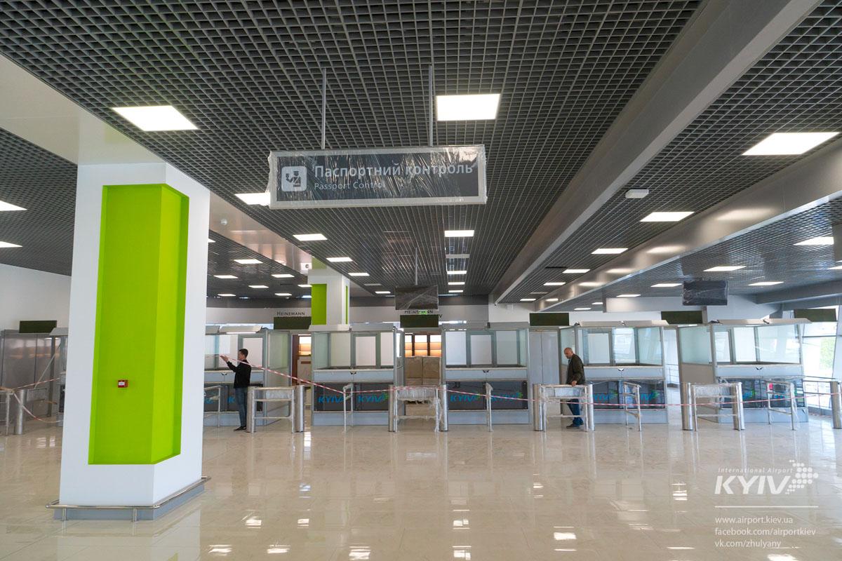 Аэропорт - это первое, что видит турист, который прилетел в страну. Нужно не упасть лицом в грязь :)