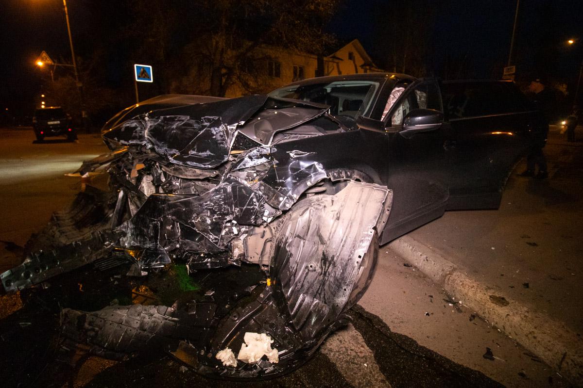 На перекрестке улицы Волго-Донской и переулка Игоря Качуровского столкнулись Mazda и Volkswagen