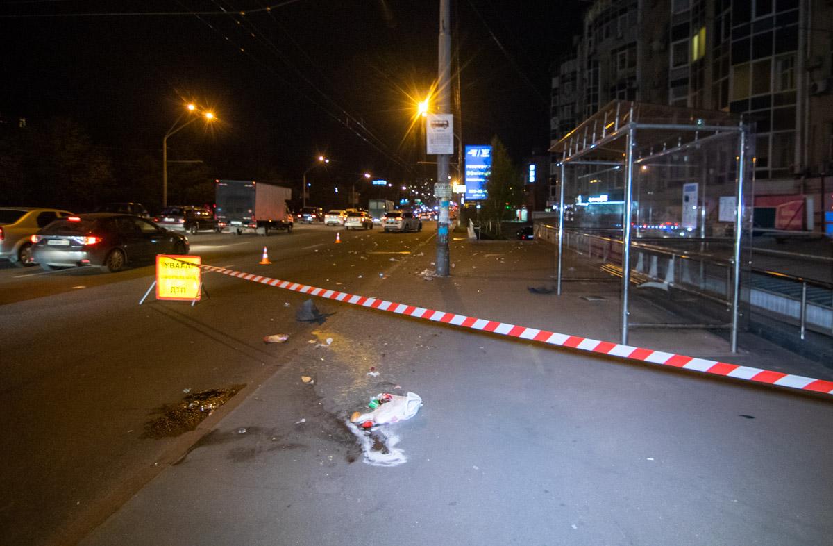В Киеве на проспекте Победы произошла авария с участием пешеходов