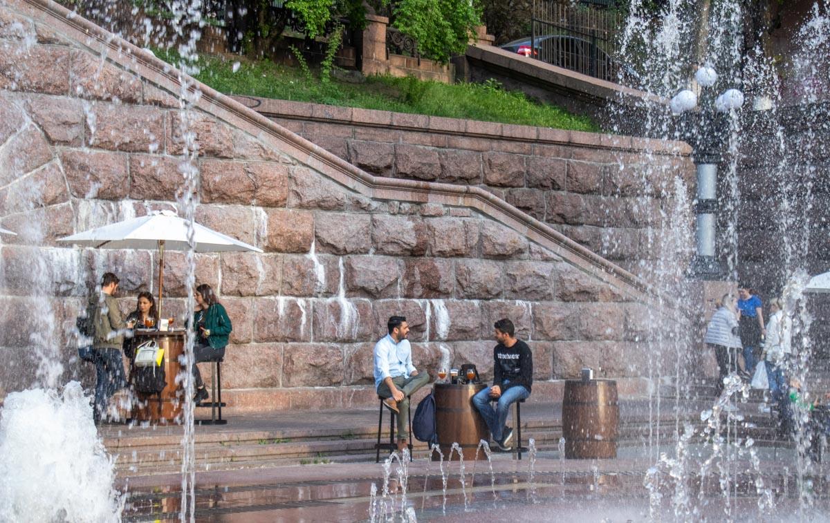 На Крещатике заработали фонтаны
