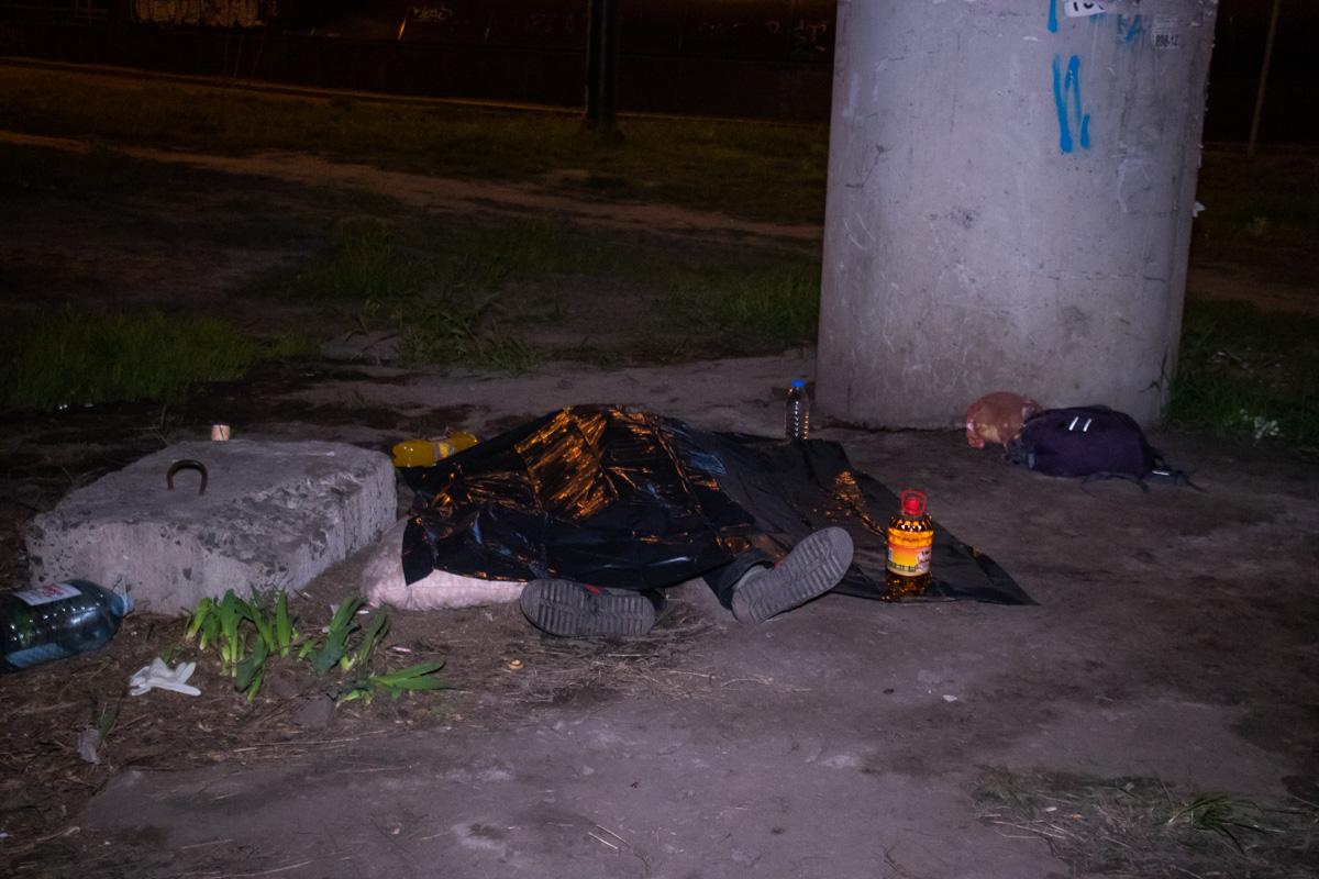 На Демеевской площади обнаружили труп мужчины