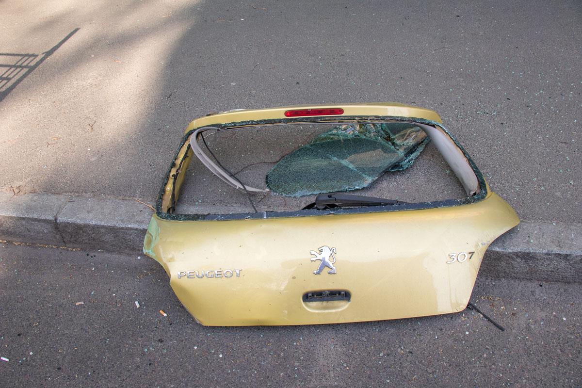 Предварительно, Peugeot ехал вниз по улице Владимирской