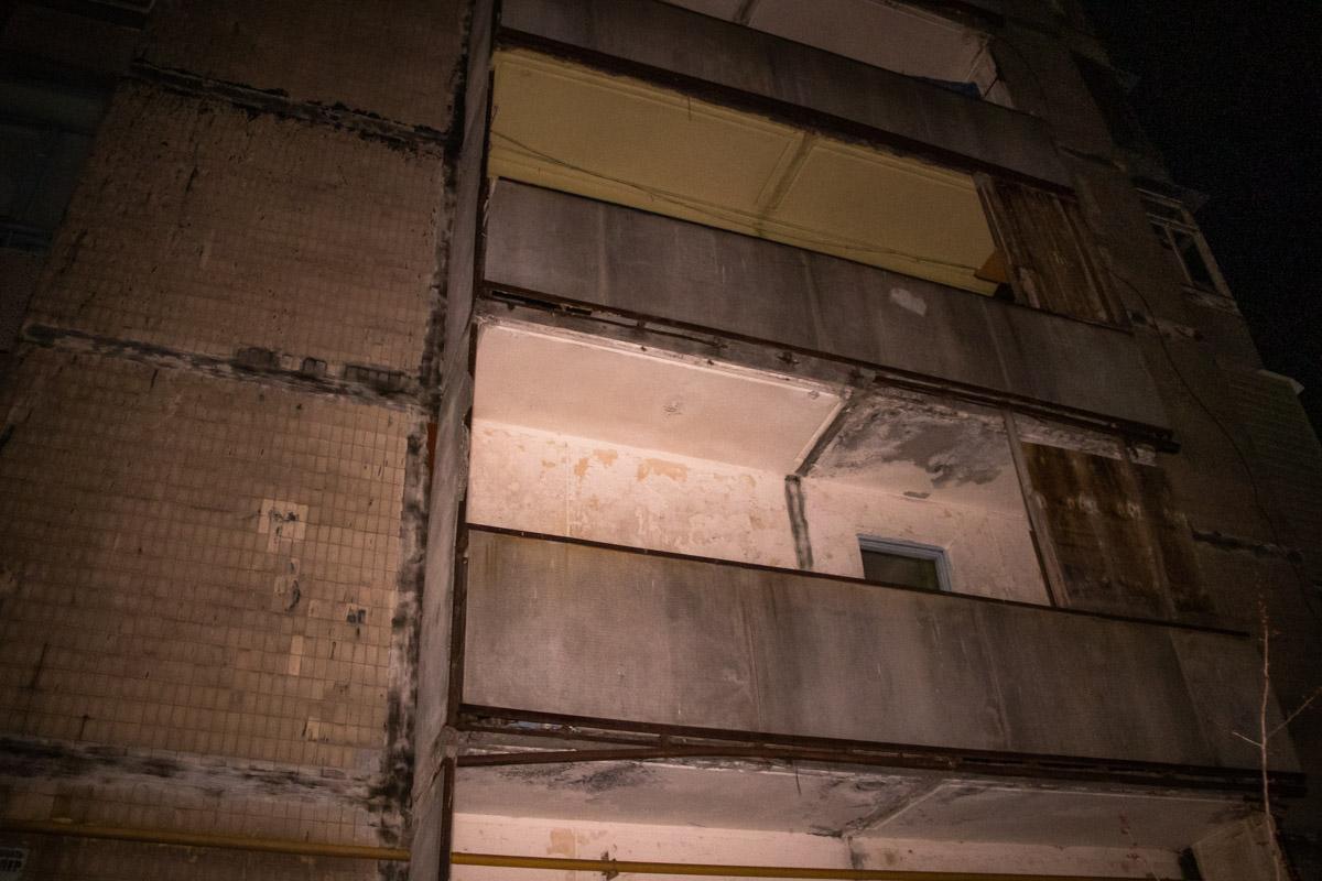 Предварительно, мужчина выпал из окна 9-этажного дома