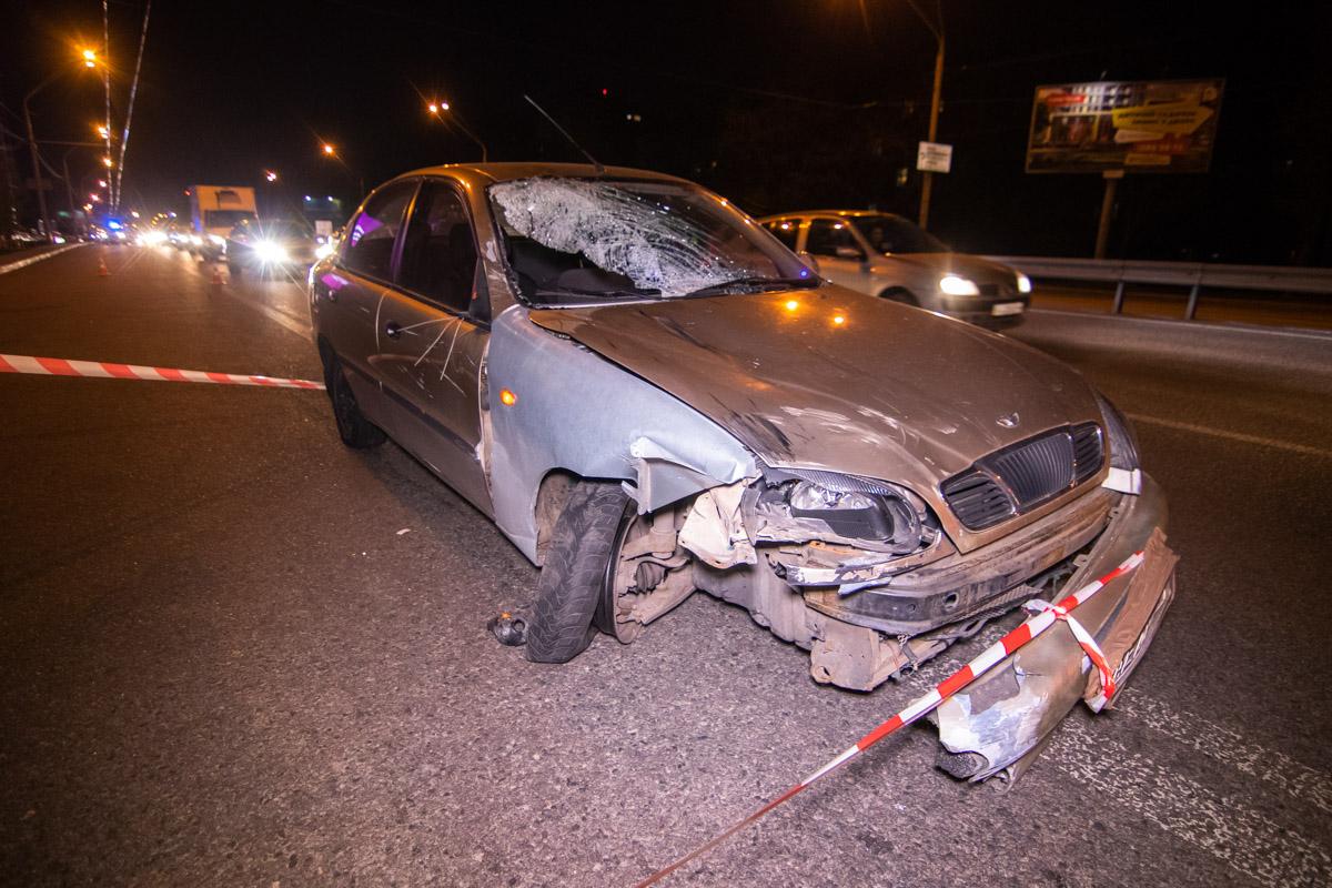 Автомобиль Daewoo Lanos влетел в остановку и сбил людей, которые ожидали общественный транспорт