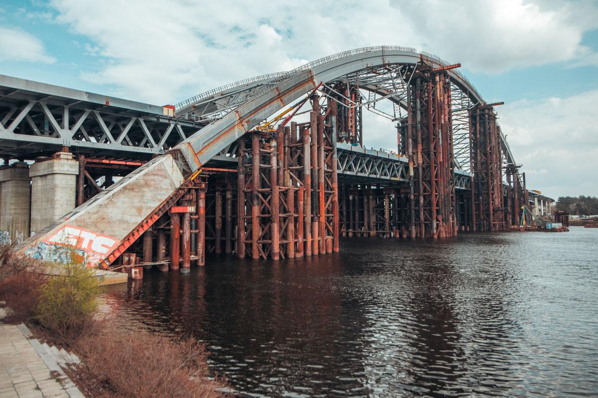 Мост на Троещину долгое время оставался брошенным недостроем
