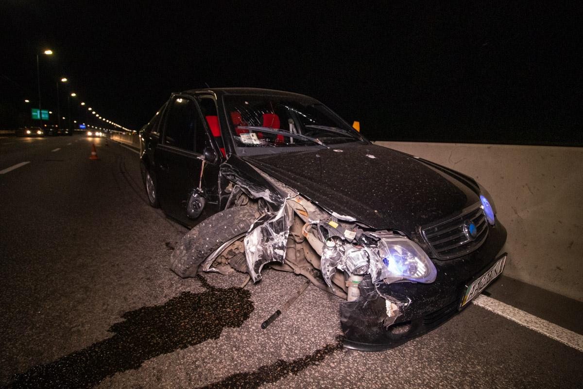 Автомобиль Geely врезался в Subaru и остановился в отбойнике