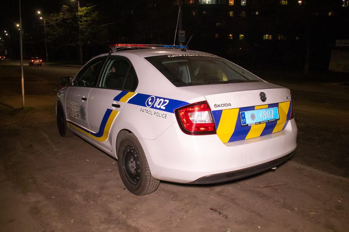 На месте работали экипажи патрульной полиции, следственно-оперативная группа и медики